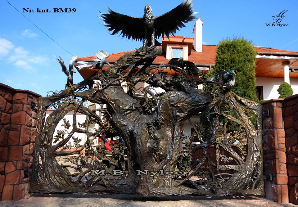 Rzeźba z metalu - designerska brama kuta - bm39