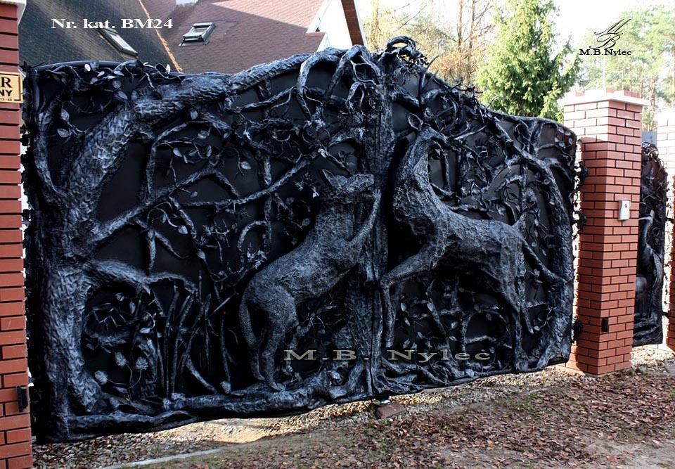 Rzeźba z metalu - designerska brama kuta - bm24