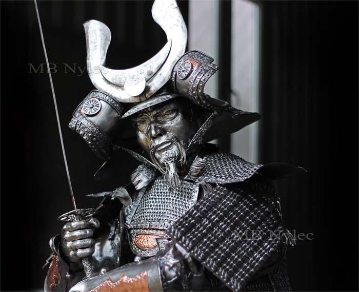 figury z metalu - figury ze stali - samuraj z mieczem ze stali - kowalstwo artystyczne MB Nylec