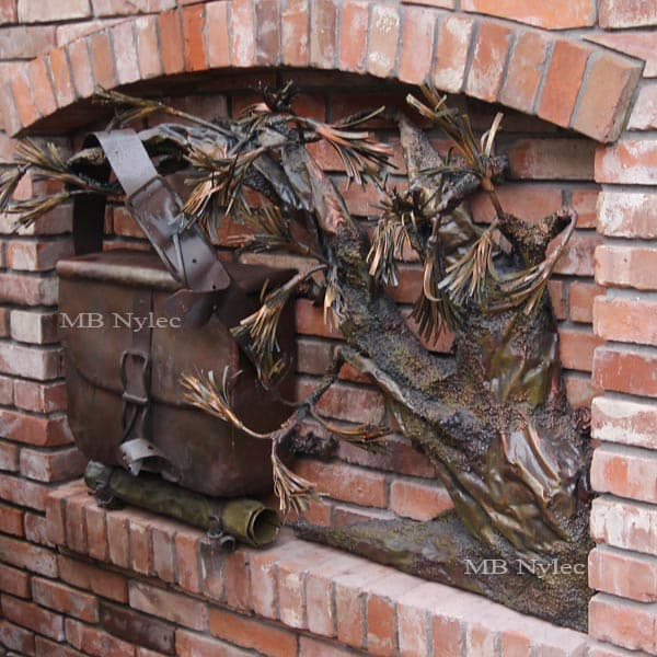 płaskorzeźby ze stali - skrzynka na listy z drzewem bonsai - kowalstwo artystyczne - nr.kat. Z61