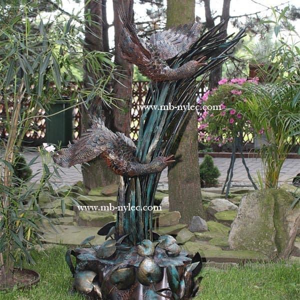 rzeźby ze stali - Gęsi w locie na postumencie wykute ze stali- skala 1:1 - numer kat.Z14