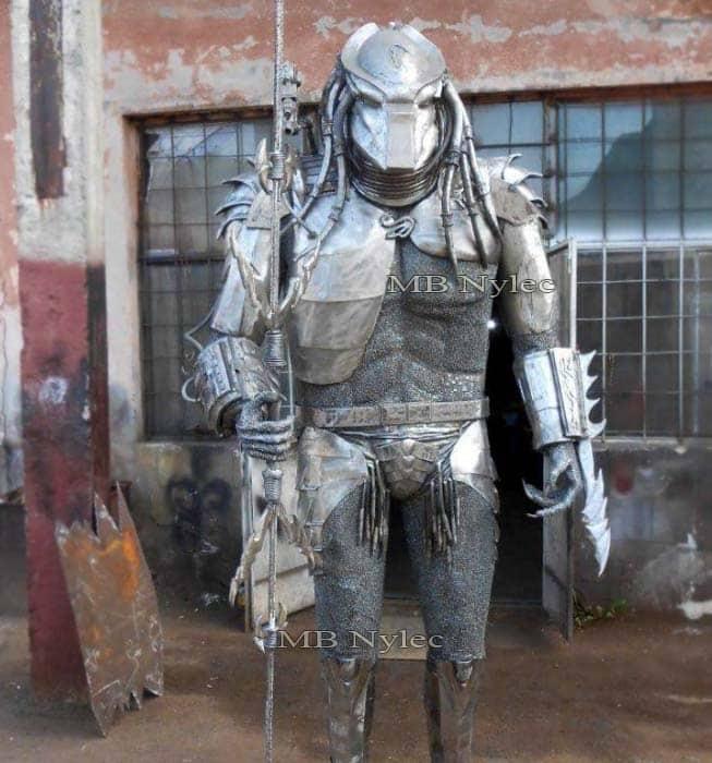 rzeźby z metalu - produkcja figur stalowych - predator z metalu - alien vs predator - numer kat. Z65