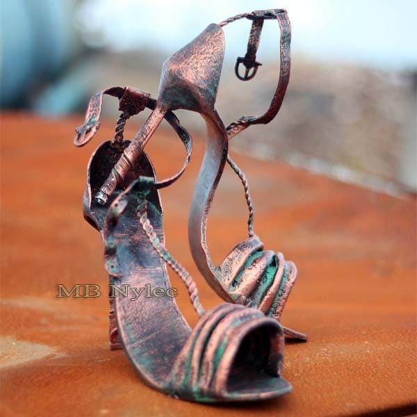 rzeźby z metalu - szpilki damskie - damskie buty ze stali - metaloplastyka Dębica - nr.kat. z78