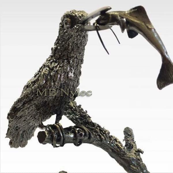 rzeźby z metalu - zimorodek z rybą ze stali - metaloplastyka - nr.kat.Z38