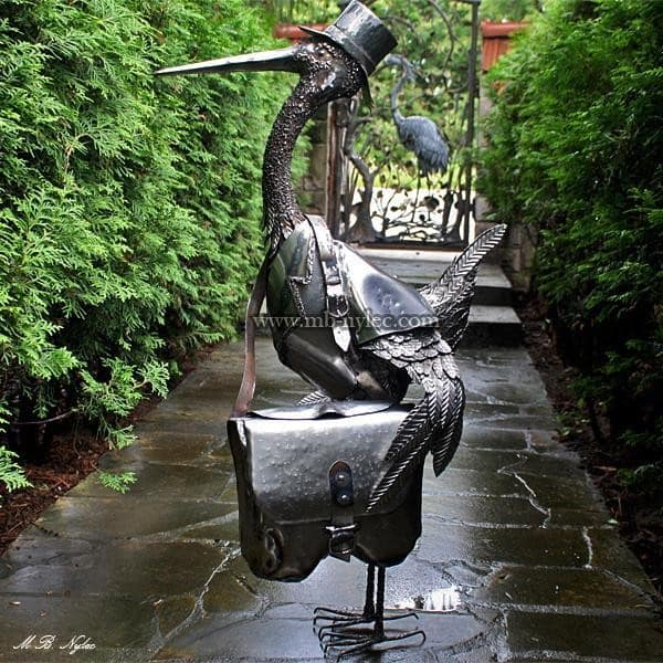 rzeźby ze stali - bocian listonosz z metalu - skrzynka na listy - metaloplastyka - numer kat. Z9