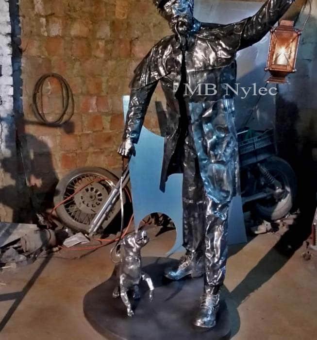 Rzeźba - Latarnik z psem ze stali - skala 1:1 - numer kat. Z30